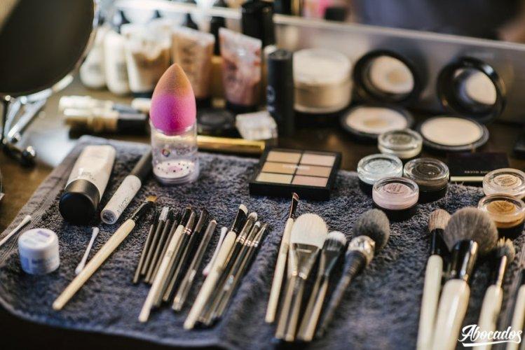 Pinceles brochas y maquillajes